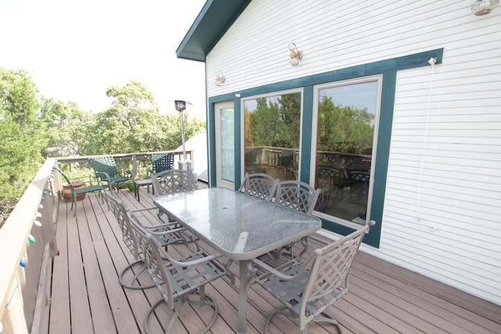 Lakefront house with jacuzzi! - Lago Vista - House