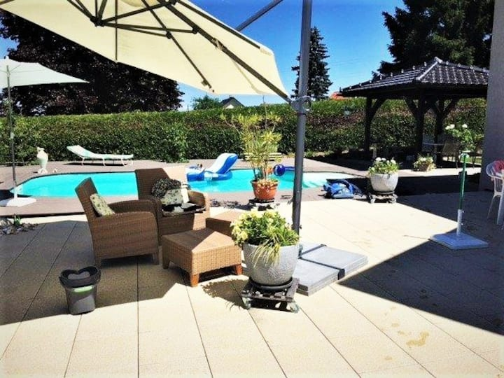 Outdoor Heated pool & jacuzzi 2BR perfect getaway