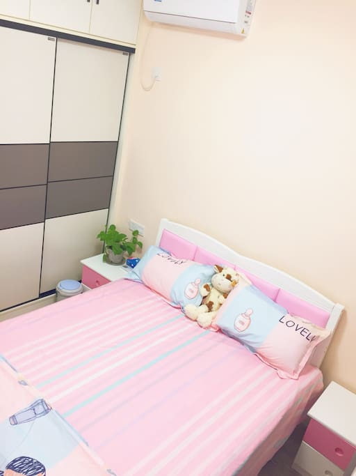 大床及衣柜