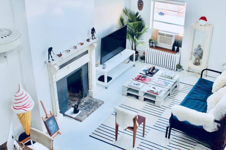Sun-Filled Artist Loft in Private Townhouse