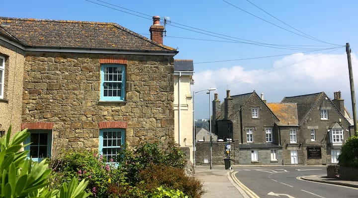 Old Fisherman's Cottage by Harbour Fistral & Towan