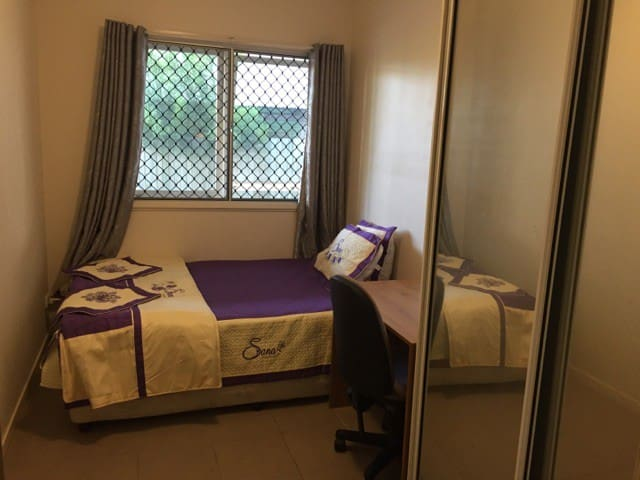 A private room in Goodna home - Goodna