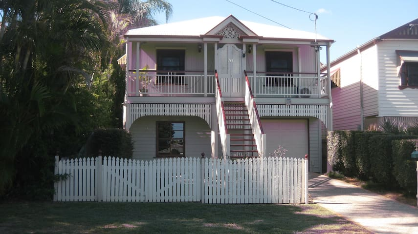 Clean, comfortable and quiet, double bed - Manly West - Casa