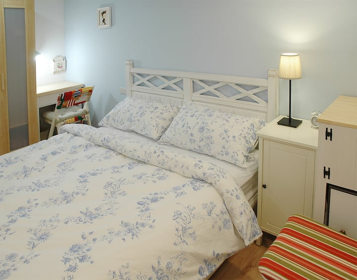 Double Bed Ensuit/metro in 5 minutes/metro nearby
