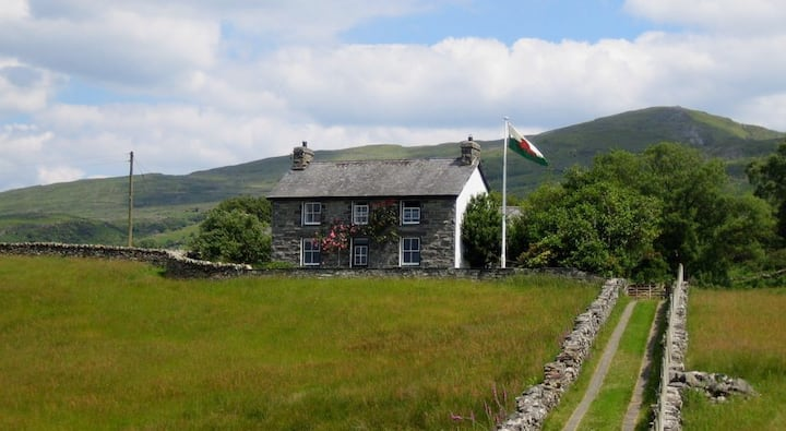 Large farmhouse in Snowdon, North Wales