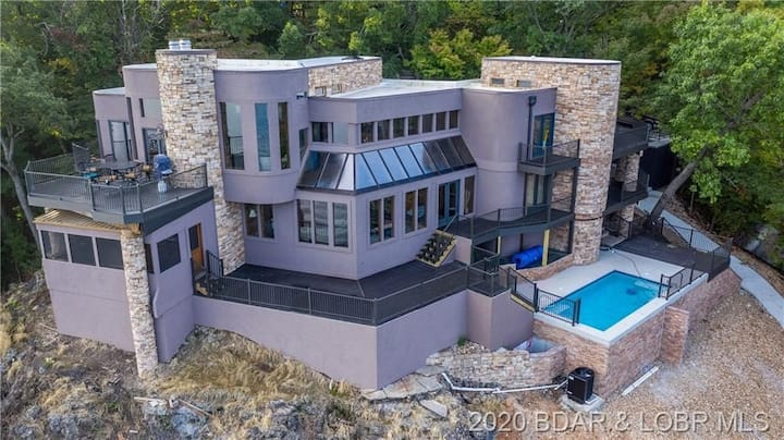 Luxury Knolls Mansion, private pool, amazing view!