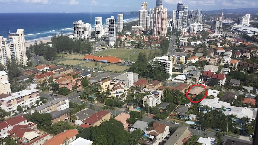 4 Bed 2 Bath Appartment near Beach & Bowls Club - Broadbeach - Apartment