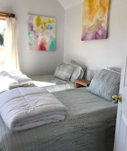 When Pigs Fly (two twin beds - upstairs) - Trumansburg