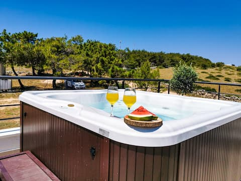 """Holiday house """" Diana"""" with sw-pool and jacuzzi"""