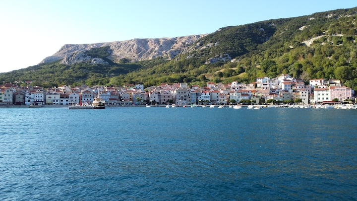 Charming apartment in port of Baška