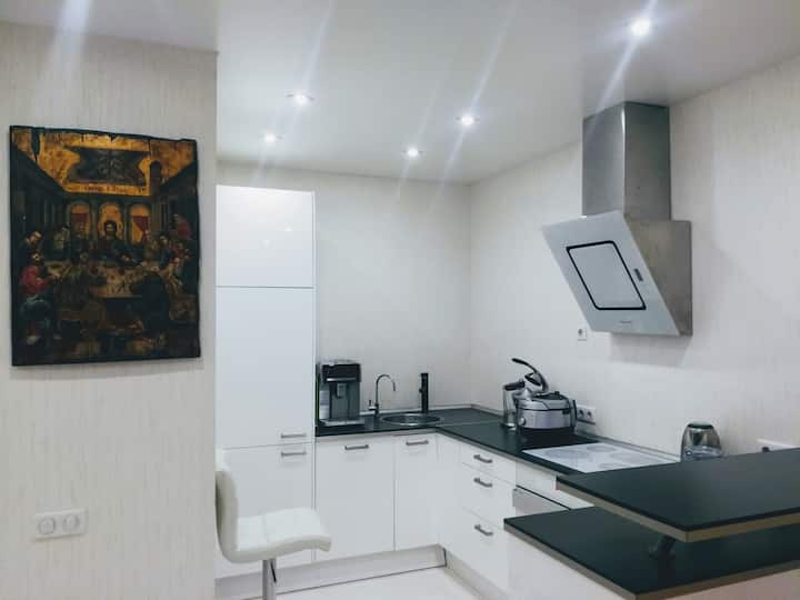 WE OFFER TO RENT AN EXCELLENT STUDIO