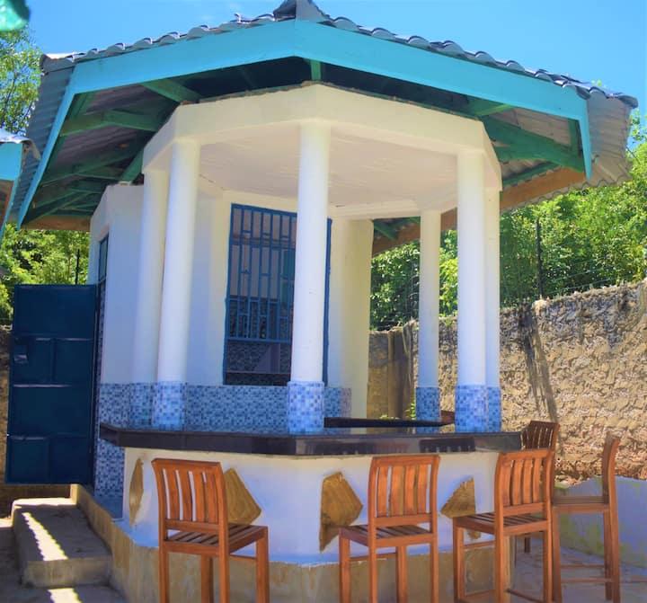 Neemsprig ViIlla & Pool - 6 bedrooms (11 guests)