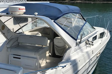 Comfortable Bayliner at Beautiful Resort/Marina