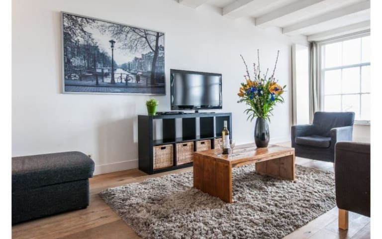 2-Bedroom Family Apt close to Centraal Station
