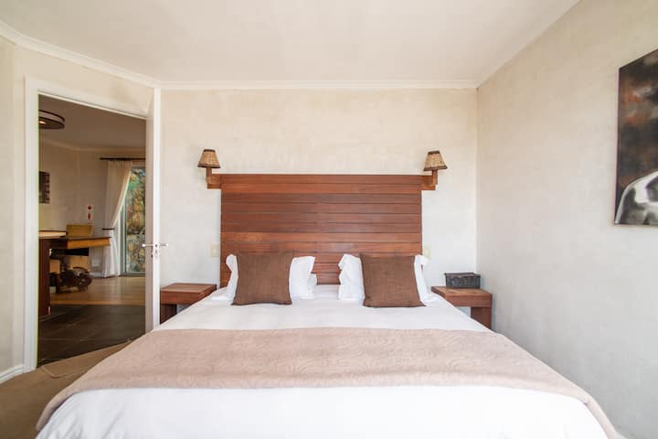 Tucked away - ideal Cape luxury self catering