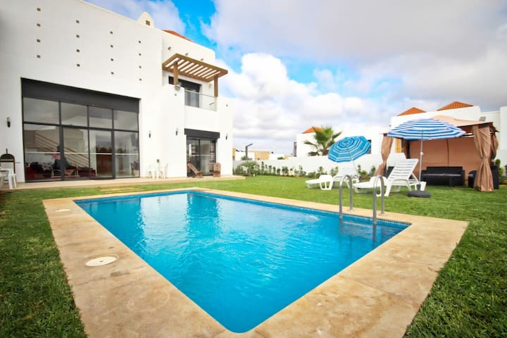 Villa avec piscine privée - Entre Golf et Mer