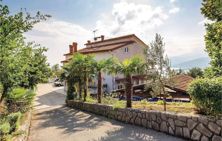 Holiday apartment with 2 bedrooms on 55m² in Kastav