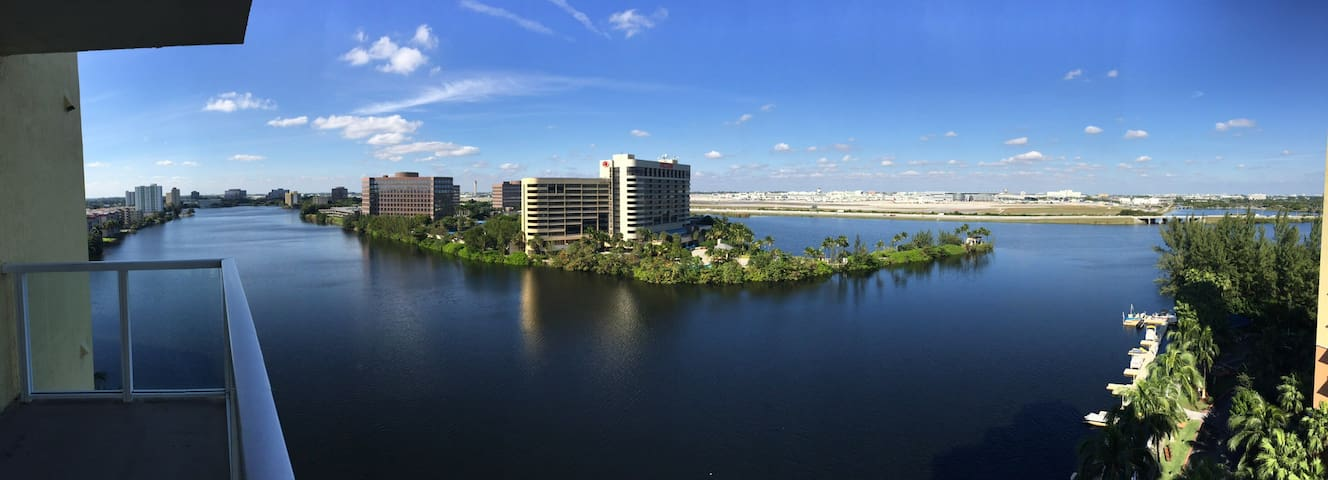 ***Miami Int. Airport View WaterFront Cozy Stay***