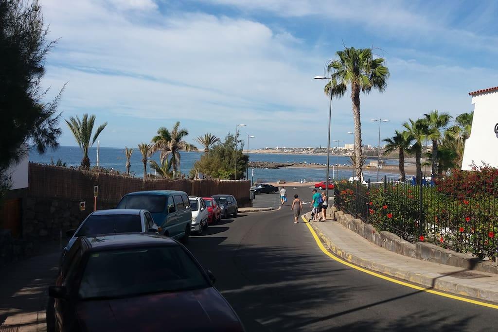 Acceso a la playa y parking
