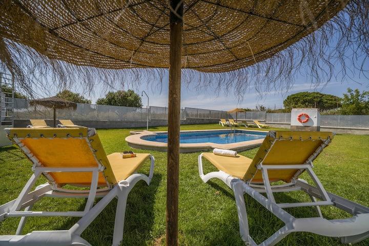 """Rustikales Haus """"Casas Rurales El Mirador F"""" mit Pool (geöffnet von 01. April bis 31. Oktober), schöner Aussicht, Terrasse und WLAN; Parkplatz verfügbar"""