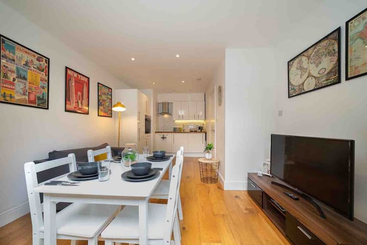 Terraced One Bedroom Flat in the heart of Chelsea