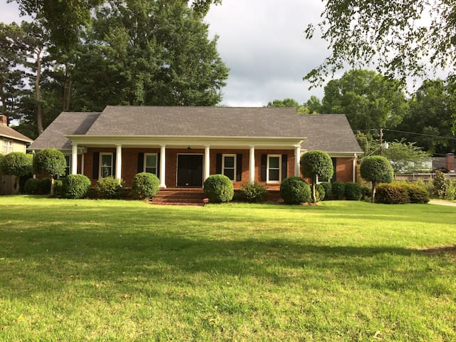 Large East Memphis 5 BR Home - Sleeps up to 16