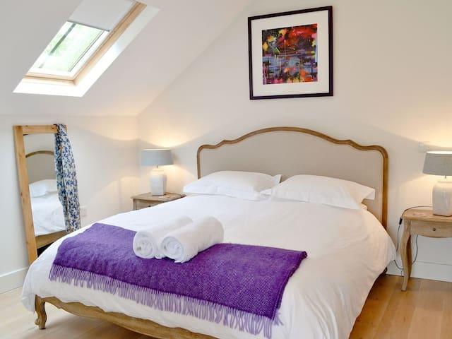 Luxury super king bed, pocket sprung mattress
