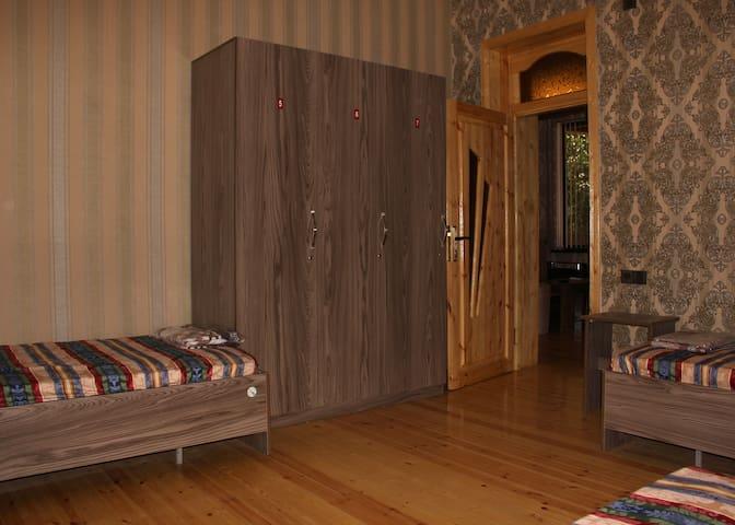 VM Hostel - Single room, 3 bed (отдельная комната)