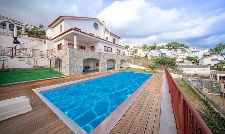 R115 Villa Pinell avec vue panoramique