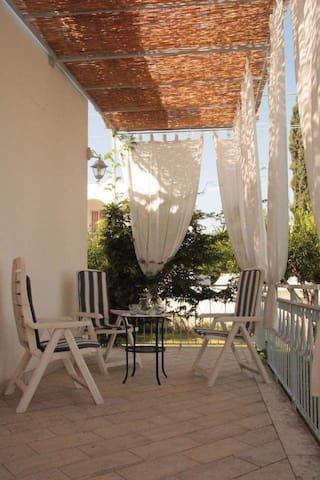 Casa vacanze al profumo di agrumi - Isca Marina - Huis