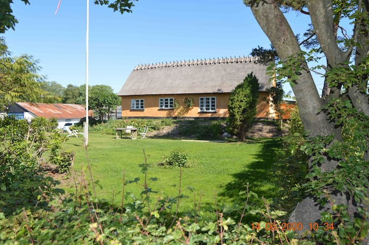 Sommer house between Ålsgårde and Hornbæk