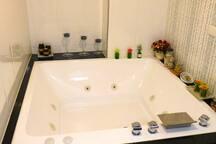 浴缸(建議單人使用)