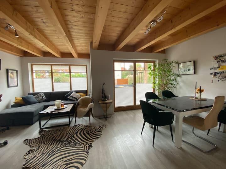 Moderne Wohnung mit Garten nähe München