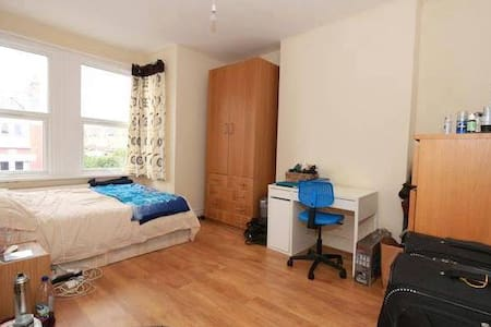 Huge double room close to central London 14-22.06! - Лондон