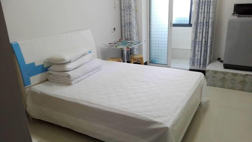 株洲花园龙家公寓402