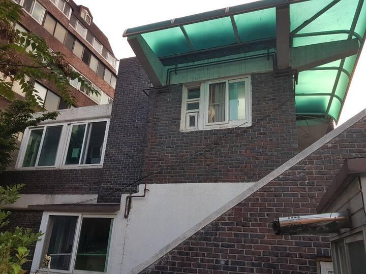 韩国 首尔新村站 1인단독 자가격리 自己隔離 自我隔离Full House5人房 B02
