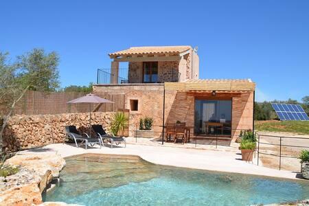 Es Mirador casa con piscina natural  13km Es Trenc