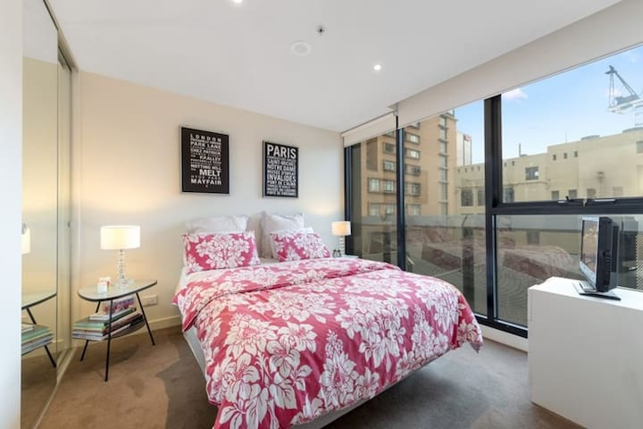Limited Time Discount Best CBD Location 2 Bedroom Apartments For Rent In M