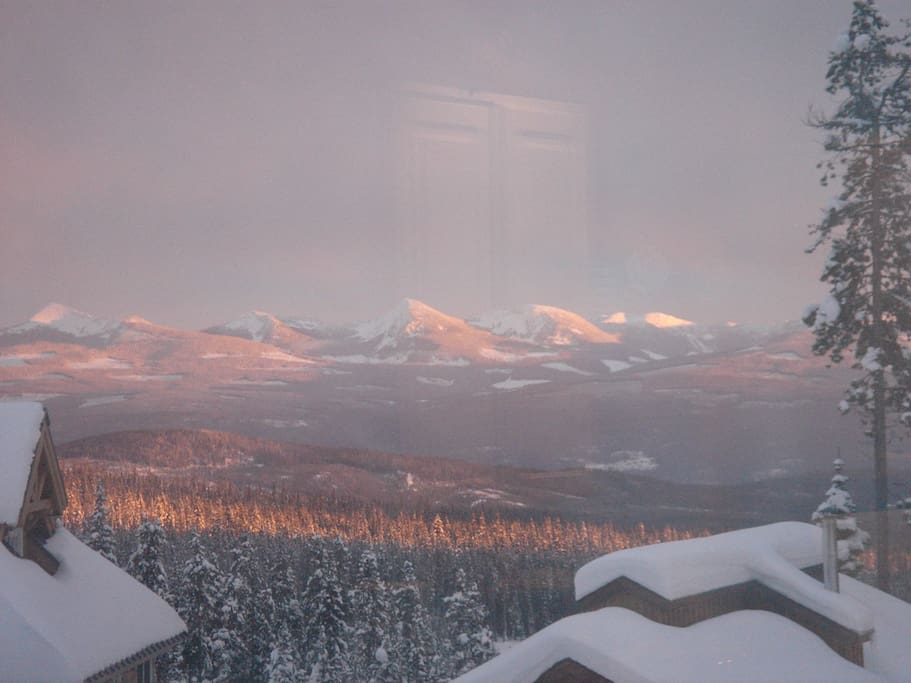 Spectacular view over the Monashee mountians