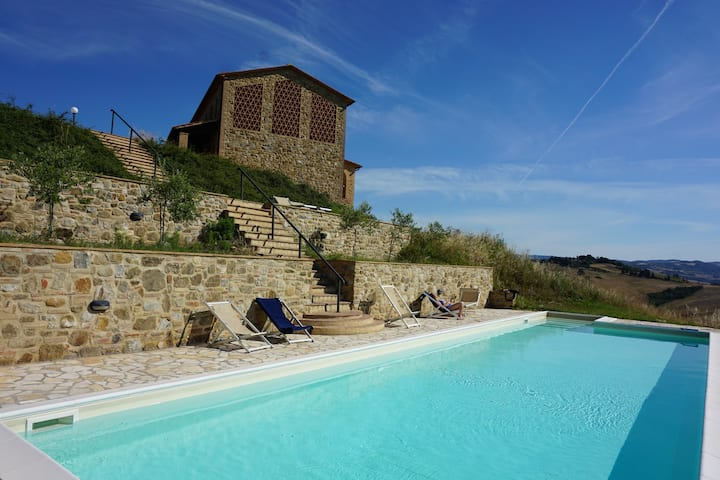 Casa di Sotto 360 hilltop in Volterra foothills