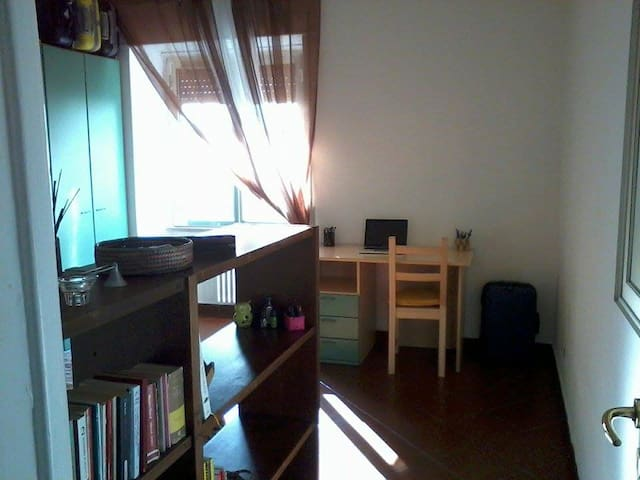 Large and bright room in Rome - Roma - Apto. en complejo residencial