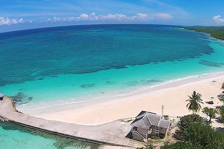 Romantic King Bedroom Cottage directly on Beach - Duncans - Rumah
