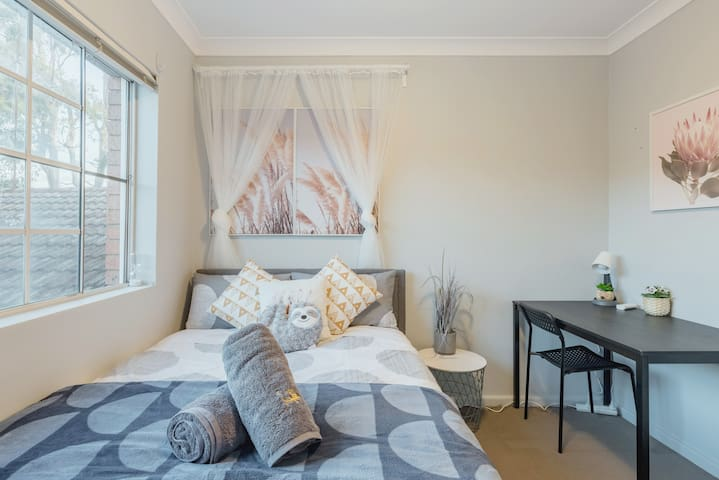 Quiet Private Room in Kingsford near UNSW, Light railway&bus 4