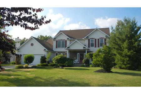 Amazing 4BR 2.5BA for RNC, inground pool & hot tub - North Ridgeville