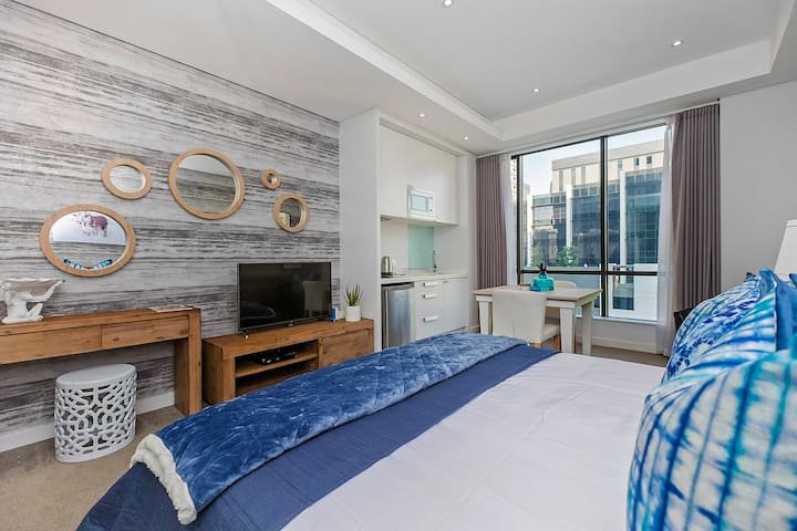 311 Sandton Skye - Luxurious and convenient