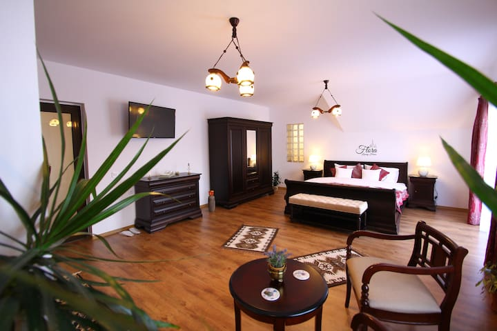 Flora Luxury House -Spacious Room with Garden View