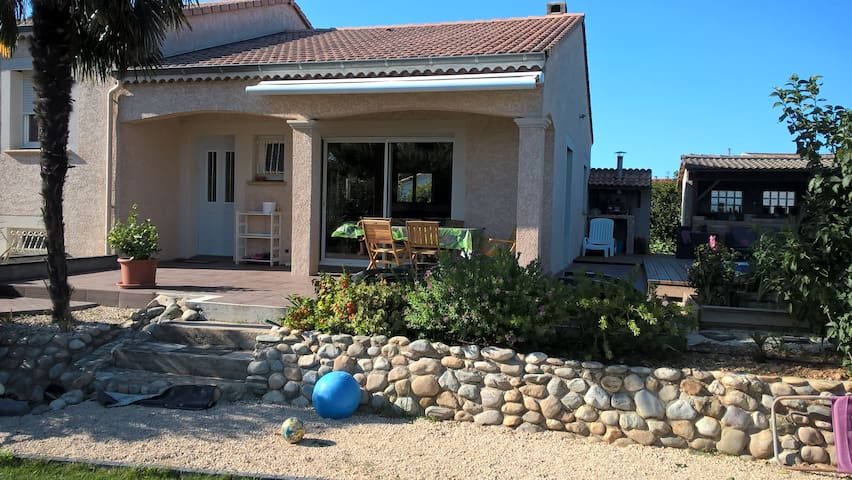 villa 4 ch ,au calme avec piscine , jardin 800 m2