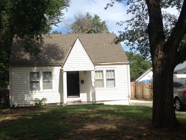 Cutest, Coziest Cottage - Wichita - House
