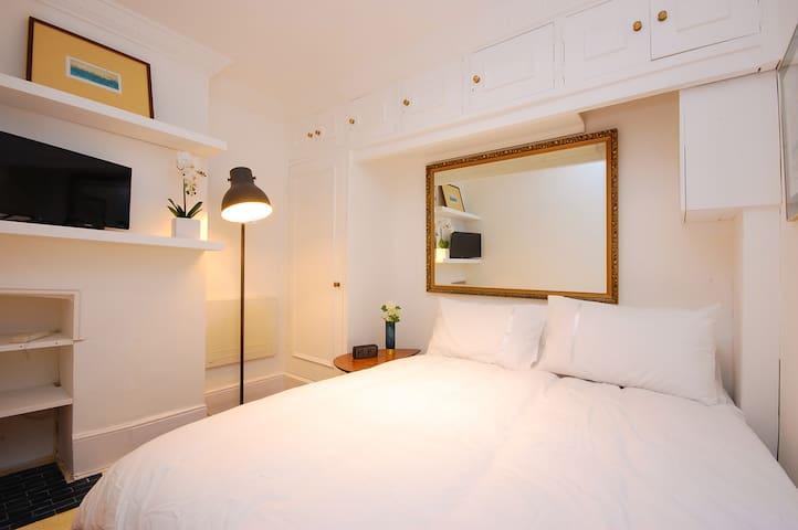 Cute studio apartment in Soho central London