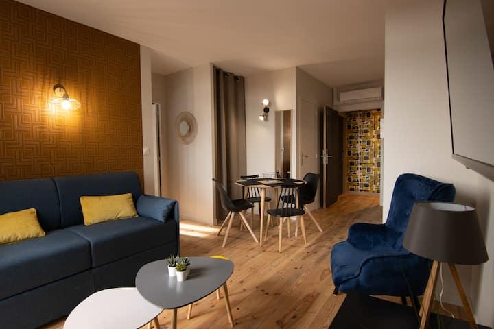 Apartment-4 personnes-Comfort-Ensuite with Bath-Balcony